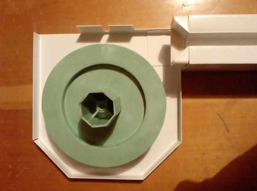 Műanyag ablak csapon pörgő műanyag hengerrel